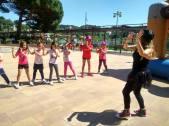 Susanita Pinceles animando a los niños del Torneo Solidario Mama Natura